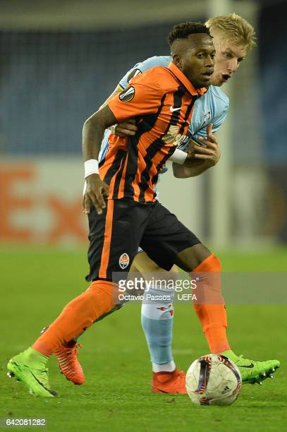 Daniel Wass of Celta de Vigo competes for the ball with Fred of Shakhtar Donetsk during the UEFA Europa League Round of 32 first leg match between...