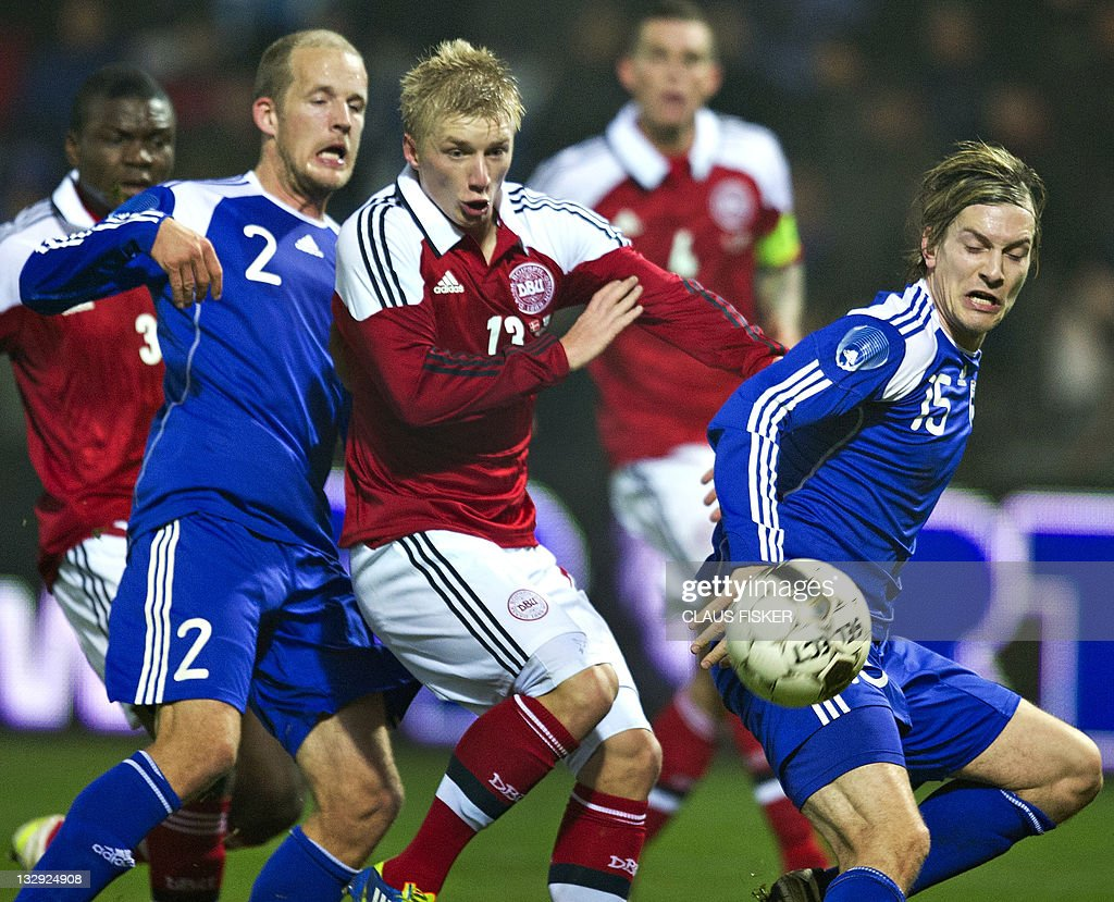 Daniel Wass of Denmark (C) vies for the : News Photo