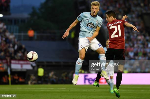 Daniel Wass of RC Celta in action against Ander Herrera of Manchester United during the UEFA Europa League semi final first leg match between Celta...