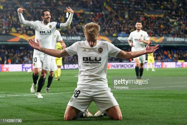 Daniel Wass of Valencia CF celebrates after scoring his team's second goal during the UEFA Europa League Quarter Final First Leg match between...