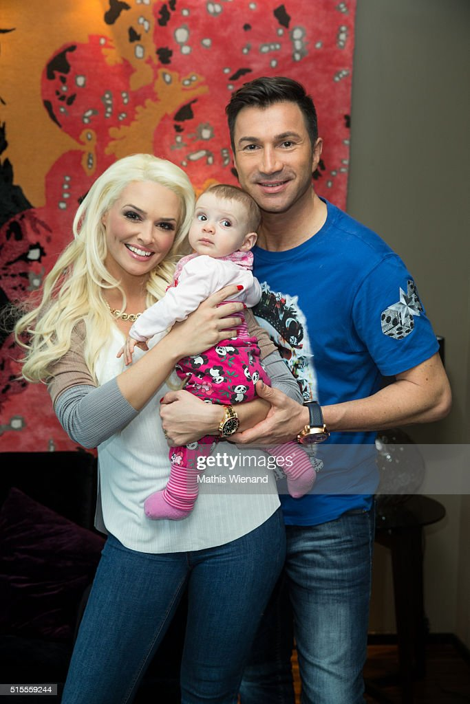 Daniela Katzenberger Her Fiance Lucas Cordalis And Their Baby Sophia Pose During A Photo Call