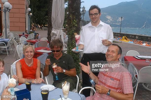 Daniela Lohmeyer, Christoph Schobesberger , Michael Klein , Kellner, Urlaub, Riva di Garda/Italien, , Gardasee, Schauspieler, Schauspielerin,...