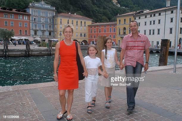 Daniela Lohmeyer, Christoph Schobesberger, Tochter Lea-Maria Schobesberger , Marleine Schobesberger , Urlaub, Riva di Garda/Italien, Stadtbummel, ,...
