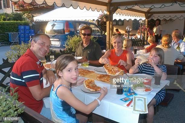 Daniela Lohmeyer, Christoph Schobesberger , Tochter Lea-Maria Schobesberger , Marleine Schobesberger , Michael Klein , Urlaub, Mezzalago/Italien, ,...
