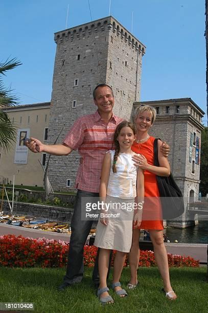 Daniela Lohmeyer, Christoph Schobesberger, Tochter Lea-Maria Schobesberger , Urlaub, Riva di Garda/Italien, Stadtbummel, , Gardasee, Schauspieler,...