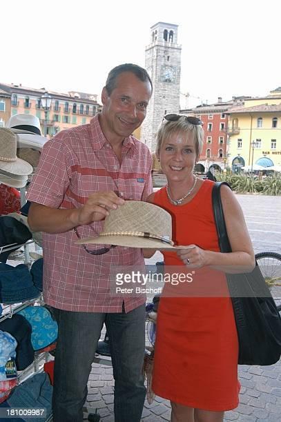 Daniela Lohmeyer, Christoph Schobesberger, Urlaub, Riva di Garda/Italien, Stadtbummel, , Gardasee, Stadtbummel, Schauspieler, Schauspielerin,...