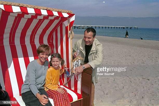 Daniela Lohmeyer, Tochter Lea-Marie,;Ehemann Christoph Schobesberger, Urlaub,;10. Hochzeitstag, Timmendorfer Strand,;Ostsee, Strand, Ufer, Meer,...