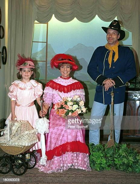 Daniela Lohmeyer, Tochter Lea-Marie,;Ehemann Christoph Schobesberger, Urlaub,;10. Hochzeitstag, Timmendorfer Strand,;Sierksdorf, Schleswig-Holstein,...