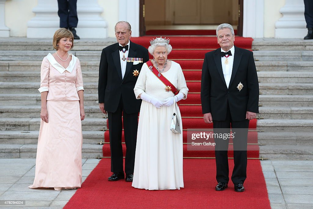 Daniela Schadt, Joachim Gauck, Queen Elizabeth II and Prince Philip, Duke of Edinburgh arrive at the Schloss Bellevue Palace on June 24, 2015 in Berlin, Germany. The two leaders are meeting as creditors, European Union officials and members of the Greek government scramble to find a solution to avoid a Greek state bankruptcy and departure by Greece from the Eurozone.