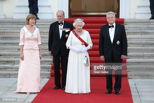 Daniela Schadt, Joachim Gauck, Queen Elizabeth II and Prince Philip, Duke of Edinburgh arrive at the Schloss Bellevue Palace on June 24, 2015 in...