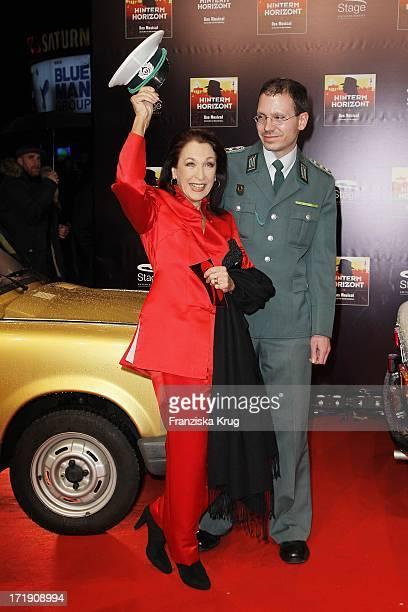 Daniela Ziegler Bei Der Premiere Des Musicals Hinterm Horizont Im Theater Am Potsdamer Platz In Berlin