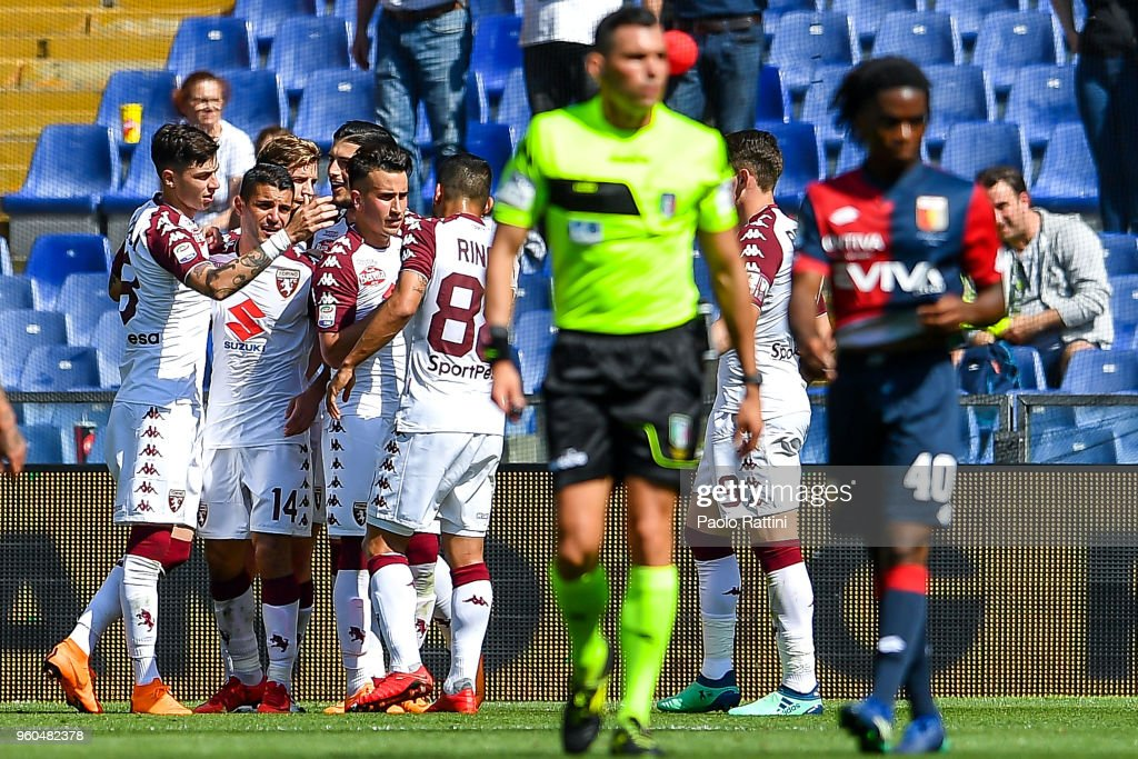 Daniele Baselli of Torino (L) celebrates with his team-mates after scoring a goal during the serie A match between Genoa CFC and Torino FC at Stadio Luigi Ferraris on May 20, 2018 in Genoa, Italy.