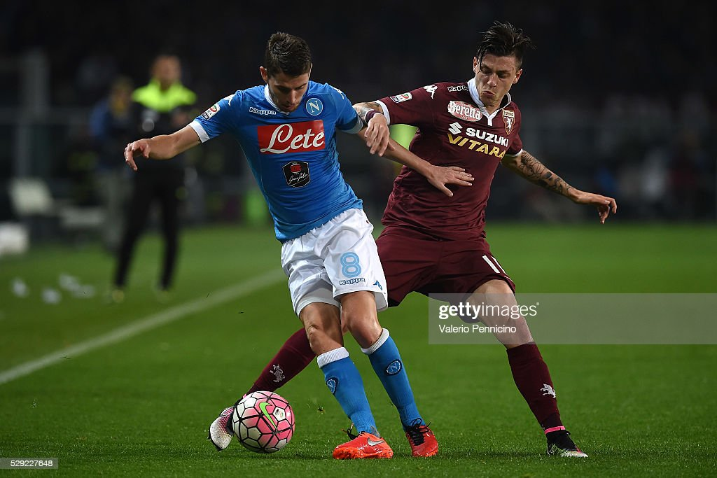 Daniele Baselli (R) of Torino FC competes with Jorge Luiz Frello Jorginho of SSC Napoli during the Serie A match between Torino FC and SSC Napoli at Stadio Olimpico di Torino on May 8, 2016 in Turin, Italy.