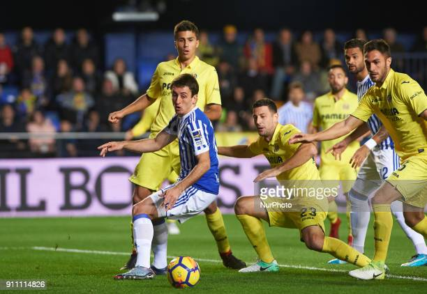 Daniele Bonera of Villarreal CF and Mikel Oyarzabal of Real Sociedad during the La Liga match between Villarreal CF and Levante Union Deportiva at...