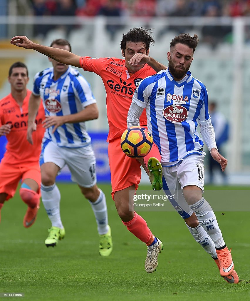 Daniele Croce of Empoli FC and Francesco Zampano of Pescara Calcio in...  Foto di attualità - Getty Images