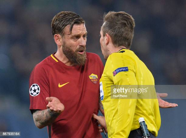 Daniele De Rossi an d Tobias Stieler during the Champions League football match AS Roma vs Qarabag at the Olympic Stadium in Rome on december 05 2017