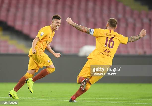 Daniele De Rossi and Stephan El Shaarawy of AS Roma celebrate the goal scored by Stephan El Shaarawy during the Serie A match between SSC Napoli and...