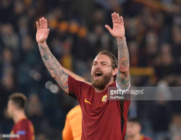 Daniele De Rossi celebrates the victory during the UEFA Champions League quarter final match between AS Roma and FC Barcelona at the Olympic stadium...