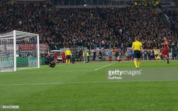 Daniele De Rossi kicks penalty during the UEFA Champions League quarter final match between AS Roma and FC Barcelona at the Olympic stadium on April...