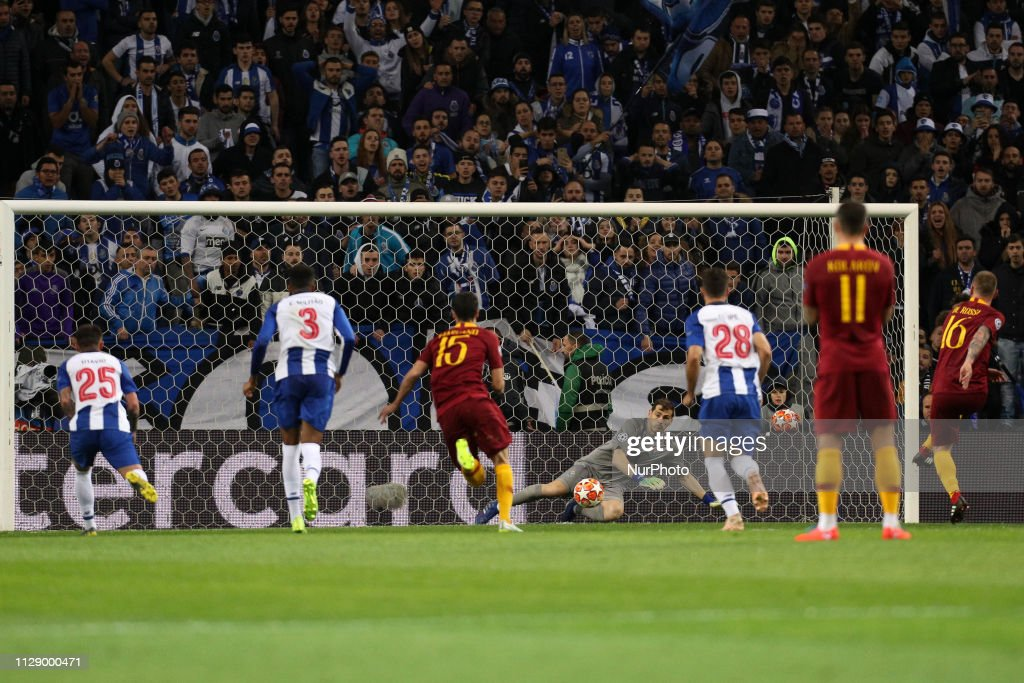 FC Porto v AS Roma - UEFA Champions League Round of 16: Second Leg : News Photo