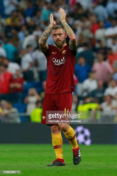 Daniele De Rossi of AS Roma acknowledges the fans after the Group G match of the UEFA Champions League between Real Madrid and AS Roma at Bernabeu on...