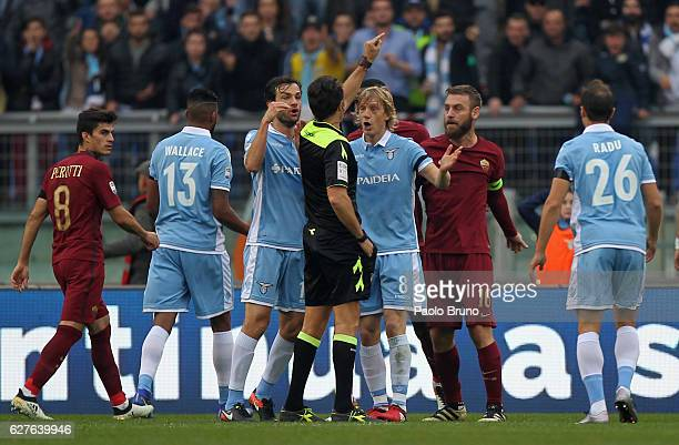 Daniele De Rossi of AS Roma and Marco Parolo of SS Lazio reacts against the referee Luca Banti during the Serie A match between SS Lazio and AS Roma...