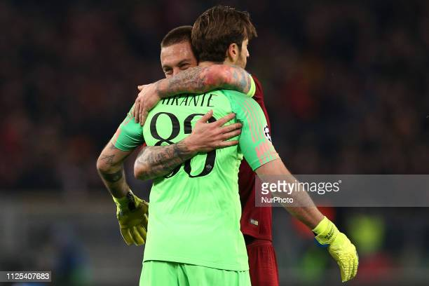 Daniele De Rossi of AS Roma Antonio Mirante of AS Roma during the UEFA Champions League 2018/2019 match between AS Roma and FC Porto at Stadio...