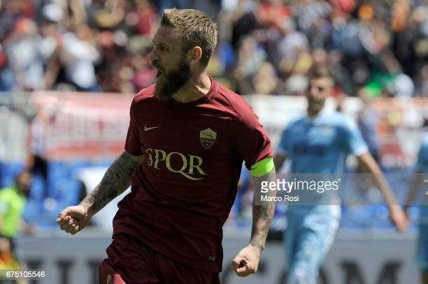 Daniele De Rossi of AS Roma celebrates a frist goal during the Serie A match between AS Roma and SS Lazio at Stadio Olimpico on April 30 2017 in Rome...
