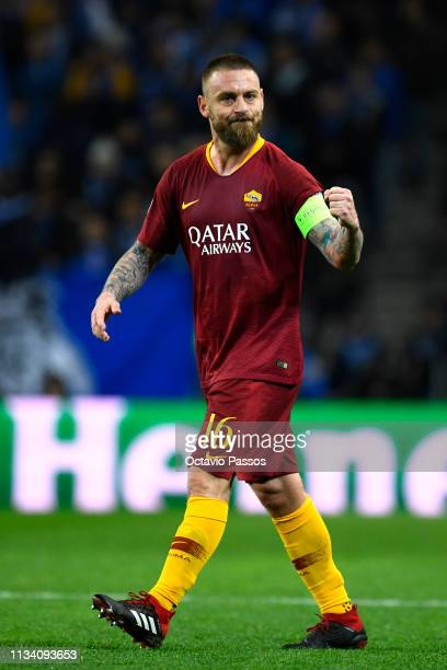 Daniele De Rossi of AS Roma celebrates after scoring his sides first goal during the UEFA Champions League Round of 16 Second Leg match between FC...