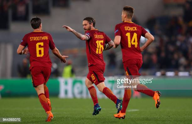 Daniele De Rossi of AS Roma celebrates after scoring his sisdes second goal during the UEFA Champions League Quarter Final Second Leg match between...