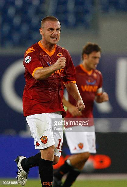 Daniele De Rossi of AS Roma celebrates after scoring the 30 goal during the Serie A match between AS Roma and ACF Fiorentina at Olimpico Stadium on...
