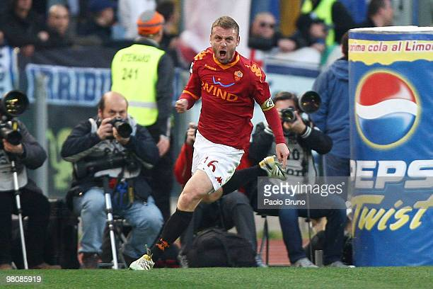 Daniele De Rossi of AS Roma celebrates after scoring the opening goal during the Serie A match between AS Roma and FC Internazionale Milano at Stadio...