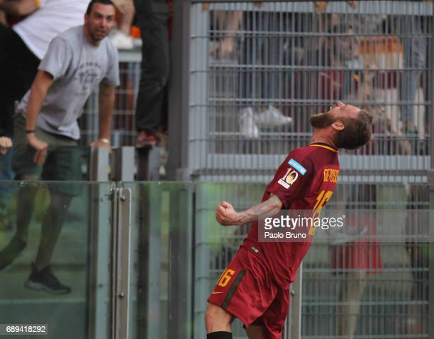 Daniele De Rossi of AS Roma celebrates after scoring the team's second goal during the Serie A match between AS Roma and Genoa CFC at Stadio Olimpico...