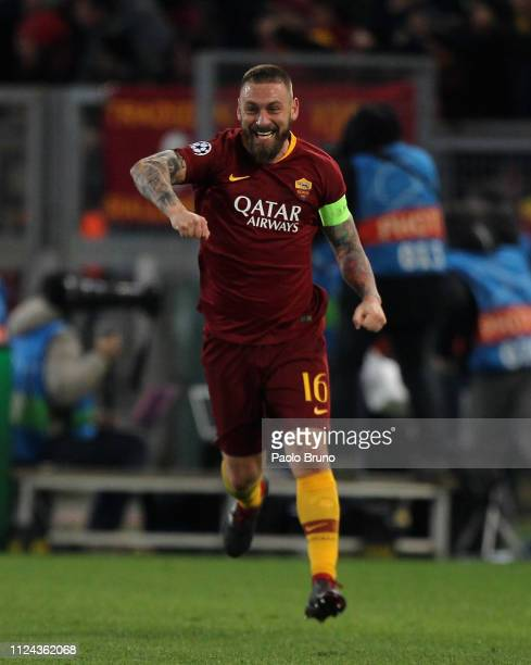Daniele De Rossi of AS Roma celebrates after the team's second goal scored bay Nicolo' Zaniolo during the UEFA Champions League Round of 16 First Leg...