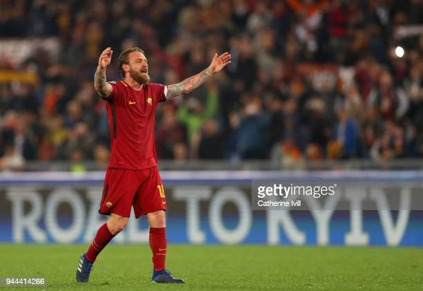 Daniele De Rossi of AS Roma celebrates during the UEFA Champions League Quarter Final Second Leg match between AS Roma and FC Barcelona at Stadio...