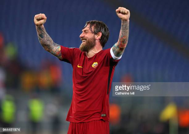 Daniele De Rossi of AS Roma celebrates during the UEFA Champions League Quarter Final second leg between AS Roma and FC Barcelona at Stadio Olimpico...