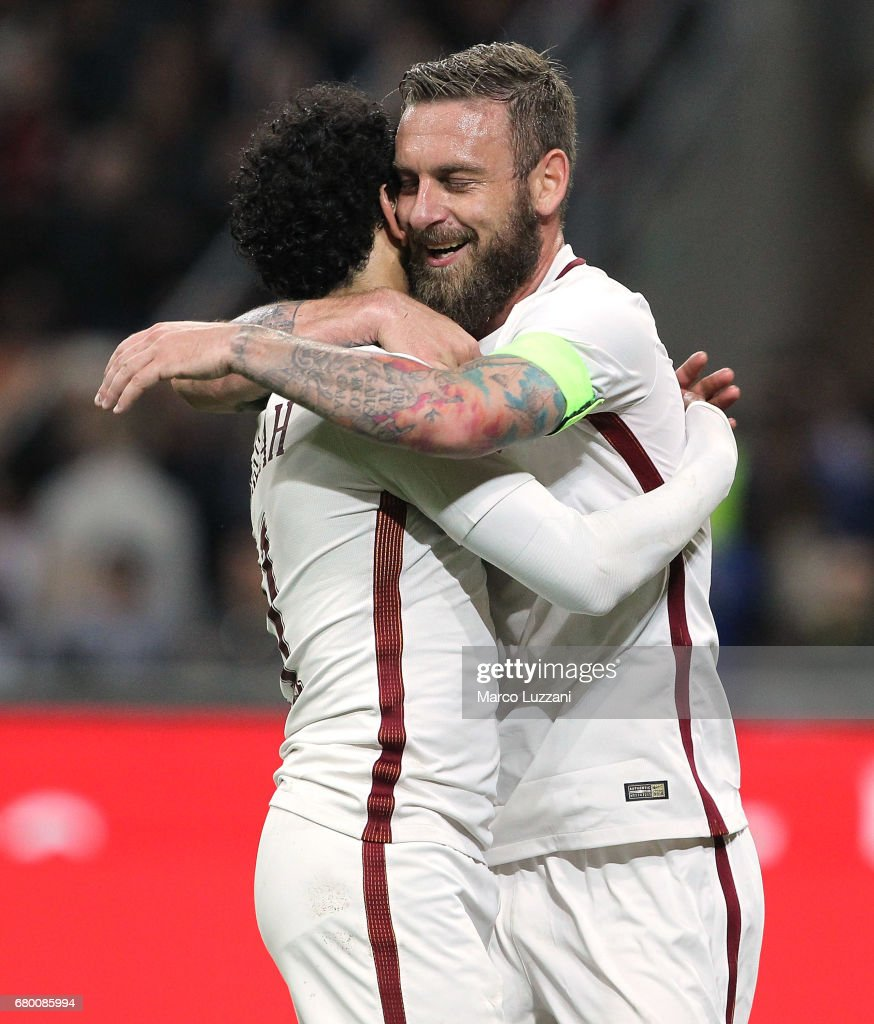 Daniele De Rossi (R) of AS Roma celebrates his goal with his team-mate Mohamed Salah (L) during the Serie A match between AC Milan and AS Roma at Stadio Giuseppe Meazza on May 7, 2017 in Milan, Italy.