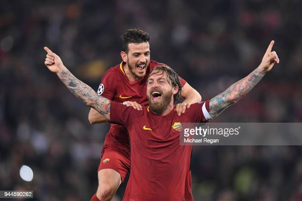 Daniele De Rossi of AS Roma celebrates his sides victory with Alessandro Florenzi of AS Roma after the UEFA Champions League Quarter Final Second Leg...