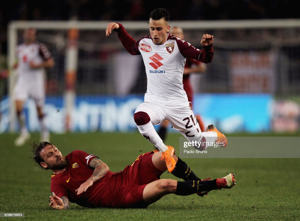 Daniele De Rossi of AS Roma competes for the ball with Alejandro Berenguer of Torino FC during the Serie A match between AS Roma and Torino FC at Stadio Olimpico on March 9, 2018 in Rome, Italy.