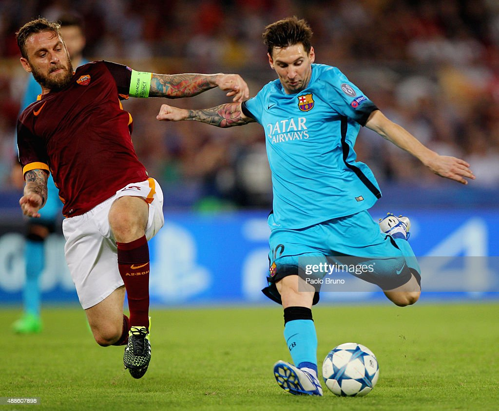 Daniele De Rossi (L) of AS Roma competes for the ball with Lionel Messi of FC Barcelona during the UEFA Champions League Group E match between AS Roma and FC Barcelona at Stadio Olimpico on September 16, 2015 in Rome, Italy.