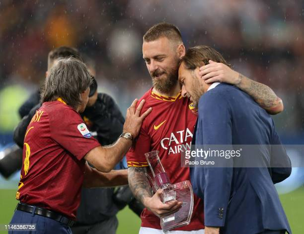 Daniele De Rossi of AS Roma embraces Francesco Totti after his last match of the Serie A between AS Roma and Parma Calcio at Stadio Olimpico on May...