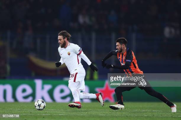 Daniele De Rossi of AS Roma gets away from Facundo Ferreyra of Shakhtar Donetsk during the UEFA Champions League Round of 16 First Leg match between...