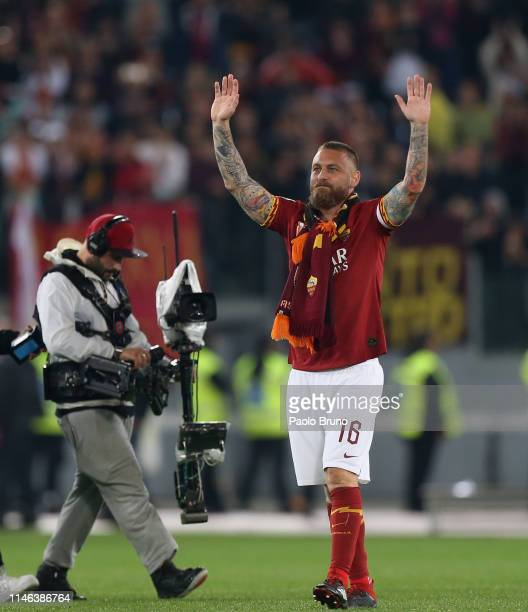 Daniele De Rossi of AS Roma greets the fans during his last match of the Serie A between AS Roma and Parma Calcio at Stadio Olimpico on May 26 2019...