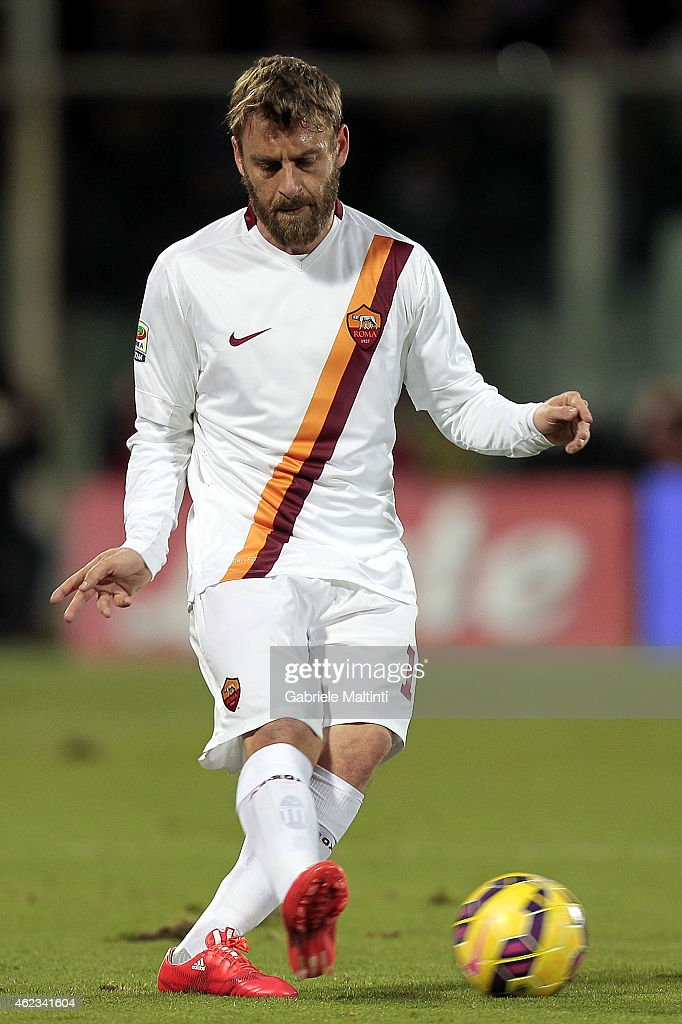 Daniele De Rossi of AS Roma in action during the Serie A match between ACF Fiorentina and AS Roma at Stadio Artemio Franchi on January 25, 2015 in Florence, Italy.