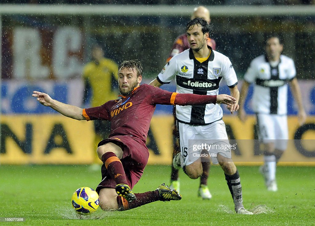 Daniele De Rossi of AS Roma in action during the Serie A match between Parma FC and AS Roma at Stadio Ennio Tardini on October 31, 2012 in Parma, Italy.
