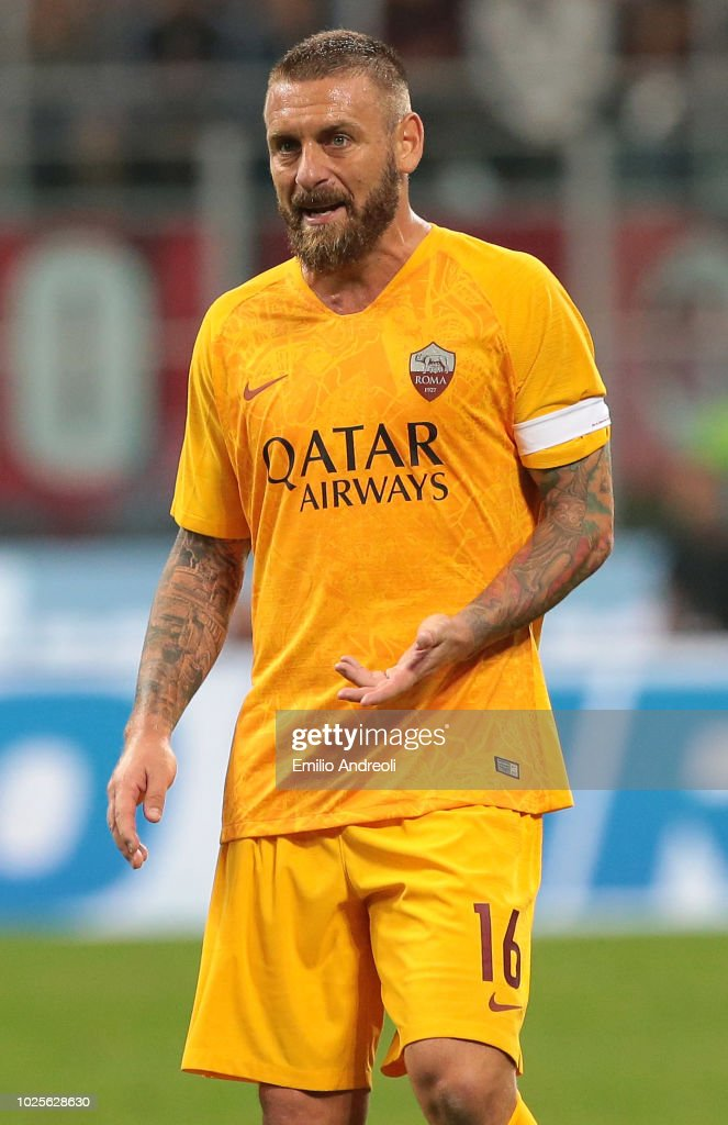 Daniele De Rossi of AS Roma looks on during the serie A match between AC Milan and AS Roma at Stadio Giuseppe Meazza on August 31, 2018 in Milan, Italy.