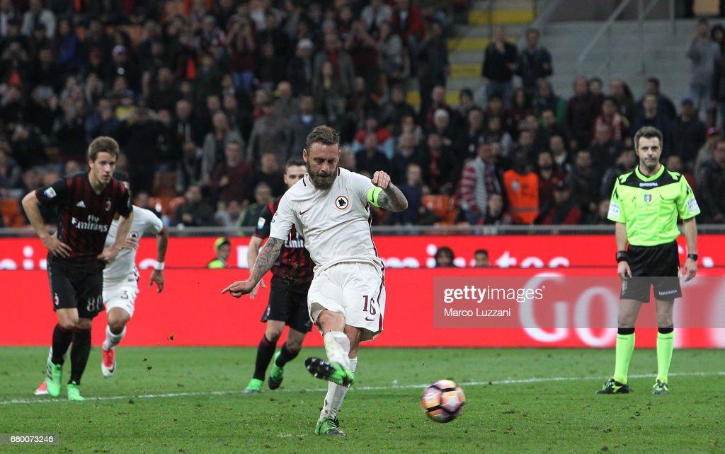 AC Milan v AS Roma - Serie A : Fotografía de noticias