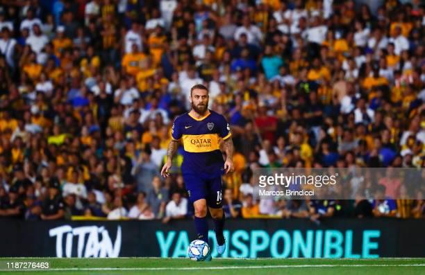 Daniele De Rossi of Boca Juniors controls the ball during a match between Rosario Central and Boca Juniors as part of Superliga 2019/20 at Gigante de...