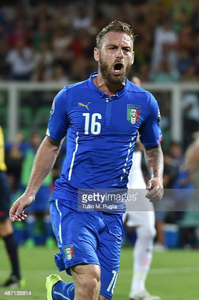 Daniele De Rossi of Italy celebrates after scoring a penalty to make it 1-0 during the UEFA EURO 2016 Qualifier match between Italy and Bulgaria on...
