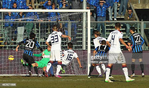 Daniele Dessena of Cagliari Calcio scores their first goal during the Serie A match between Atalanta BC and Cagliari Calcio at Stadio Atleti Azzurri...